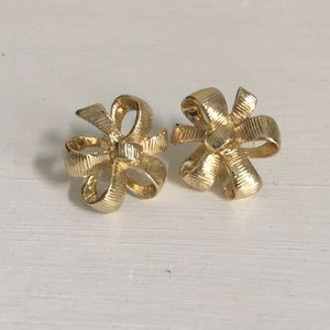 Lilly Pulitzer bow stud earrings 🎀